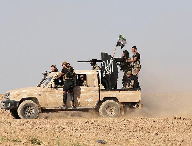Quân đội Syria hợp lực với người Kurd, Thổ Nhĩ Kỳ tấn công xe chở người nước ngoài - Ảnh 23.