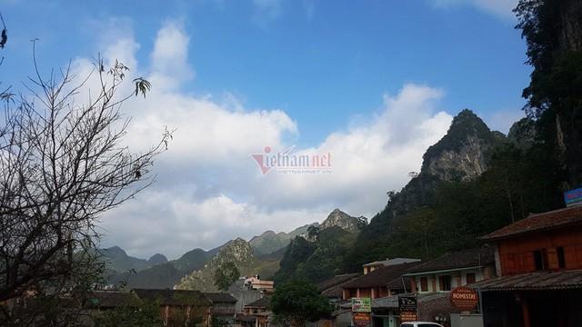 Hà Giang: Thang máy 102 tầng giữa phố cổ Đồng Văn - Ảnh 3.