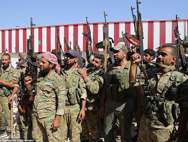 Quân đội Syria hợp lực với người Kurd, Thổ Nhĩ Kỳ tấn công xe chở người nước ngoài - Ảnh 3.