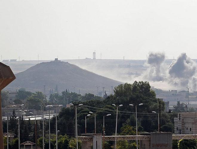 Quân đội Syria hợp lực với người Kurd, Thổ Nhĩ Kỳ tấn công xe chở người nước ngoài - Ảnh 4.