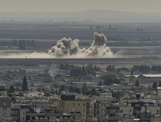 Quân đội Syria hợp lực với người Kurd, Thổ Nhĩ Kỳ tấn công xe chở người nước ngoài - Ảnh 8.
