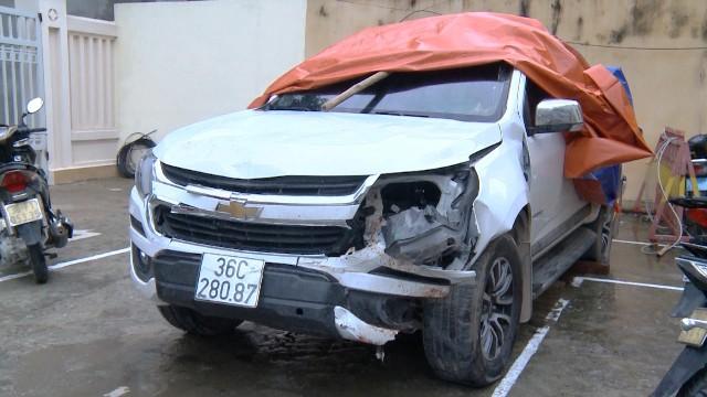 9X lái xe bán tải đâm thẳng vào 2 thanh niên xăm trổ dừng đèn đỏ nhằm để giải vây giúp bạn - Ảnh 3.