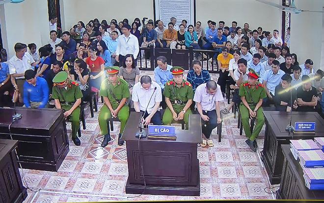 Xử gian lận thi ở Hà Giang: Nữ cán bộ CA tỉnh khai sửa điểm thi cho ân nhân để tạo phúc - Ảnh 7.