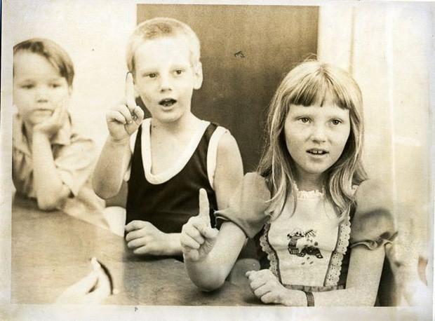Vụ bắt cóc và chôn sống 26 đứa trẻ hơn 40 năm về trước và ký ức kinh hoàng đeo đuổi những người sống sót đến tận hôm nay - Ảnh 2.