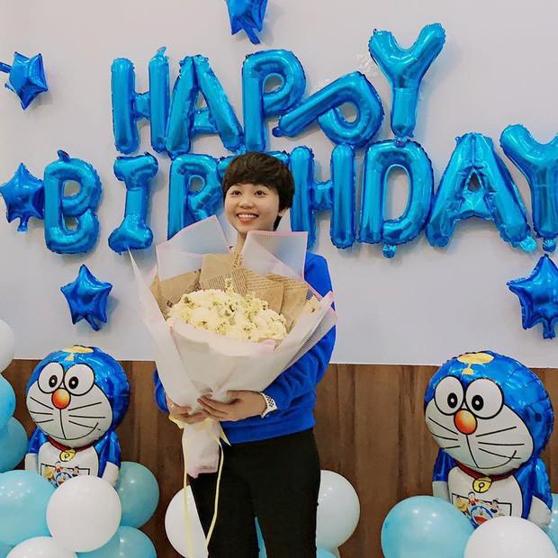 Dân tình choáng với căn phòng ngợp màu xanh của cô gái gần 30 tuổi không chịu lấy chồng vì còn mải mê Doraemon - Ảnh 5.