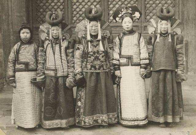 Nhan sắc kém nổi bật, tại sao các phi tần Mông Cổ lại áp đảo trong hậu cung Thanh triều? - Ảnh 4.