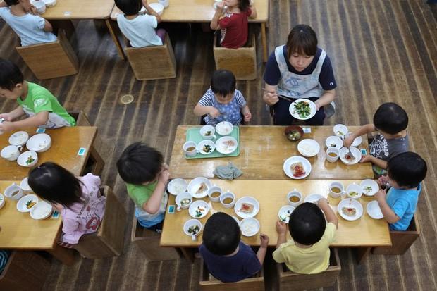 Vũ khí bí mật ngăn ngừa nạn béo phì ở trẻ em Nhật Bản - Ảnh 1.