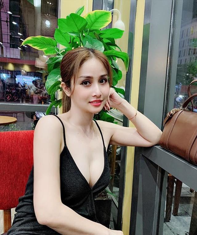 Thảo Trang mặc đồ bảo hộ khi đóng cảnh nóng Tiếng sét trong mưa - Ảnh 3.