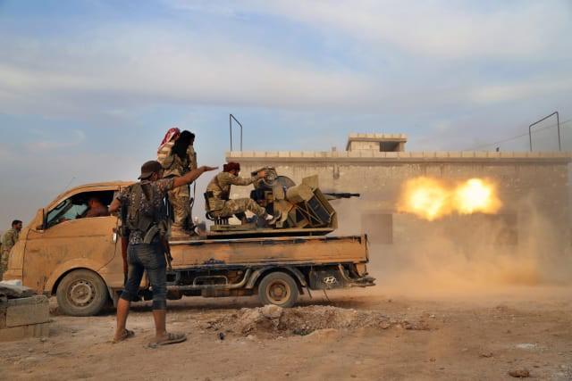SDF bắn cháy xe tăng Thổ Nhĩ Kỳ, KQ Nga oanh tạc dữ dội khủng bố Syria - Chiến sự vô cùng ác liệt - Ảnh 18.