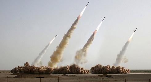 Đối phó với Trung Quốc, Mỹ chọn 2.000 tên lửa hay phát triển tàu sân bay mới? - Ảnh 1.