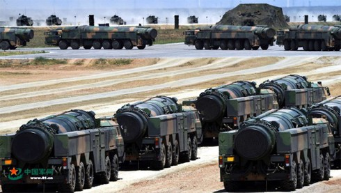 Đối phó với Trung Quốc, Mỹ chọn 2.000 tên lửa hay phát triển tàu sân bay mới? - Ảnh 2.