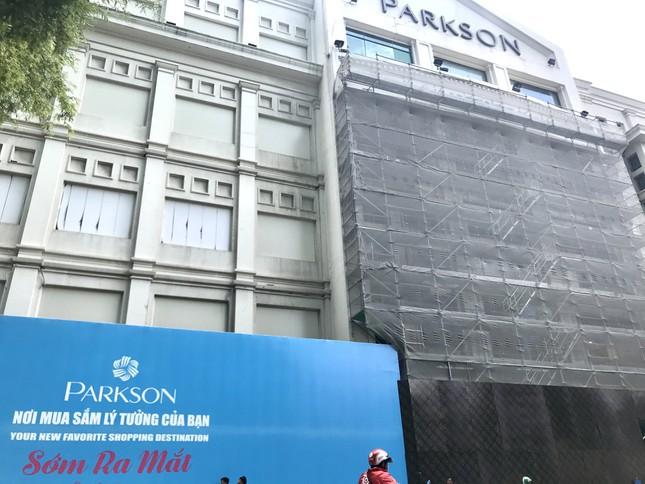UNIQLO mở cửa hàng đầu tiên tại Việt Nam ở Parkson Đồng Khởi - Ảnh 1.