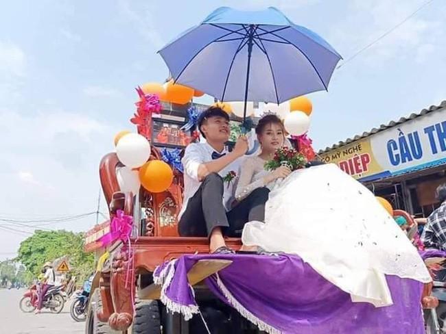 Màn rước dâu sáng tạo cực đỉnh khiến cả phố ai cũng phải ngoái nhìn vì độ bá đạo của cô dâu chú rể - Ảnh 1.