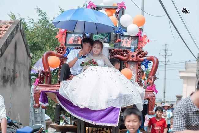 Màn rước dâu sáng tạo cực đỉnh khiến cả phố ai cũng phải ngoái nhìn vì độ bá đạo của cô dâu chú rể - Ảnh 3.