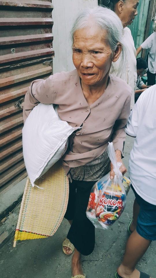 Sàn catwalk có một không hai ở Hà Nội: Thông điệp sâu sắc cho ngày Phụ nữ Việt Nam - Ảnh 4.
