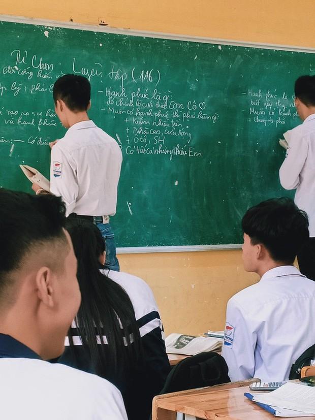 Trong giờ học cô giáo hỏi hạnh phúc là gì?, học sinh đưa ra câu trả lời khiến cô cũng phải câm nín - Ảnh 1.
