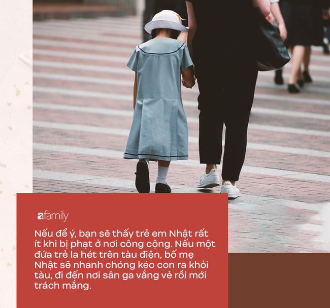 Trẻ em Nhật chẳng bao giờ khóc lóc hay nô đùa ầm ĩ ở nơi công cộng, đó là nhờ bố mẹ biết cách kỷ luật hiệu quả và tích cực - Ảnh 2.