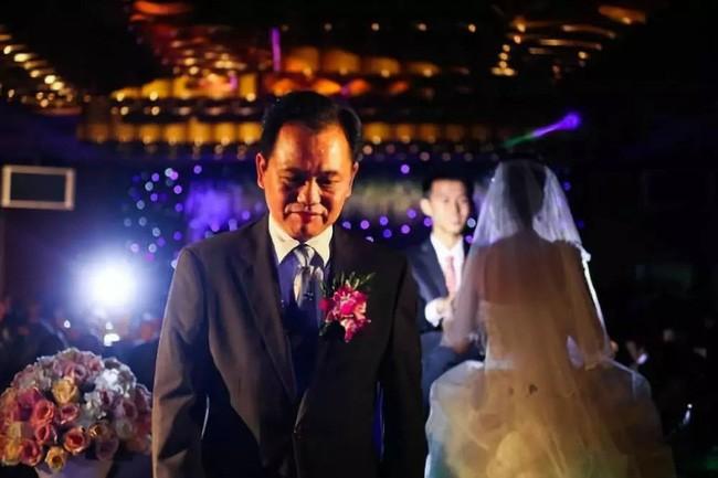 Bức thư chạm đáy trái tim của ông bố gửi con gái ngày đi lấy chồng: Cuộc đời chẳng có ai được sống ngon ngọt như những quả táo tàu... - Ảnh 2.