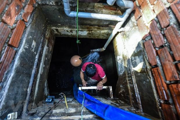 Viwaco thau rửa bể chung cư phát hiện nước đen kịt nồng nặc mùi - Ảnh 2.