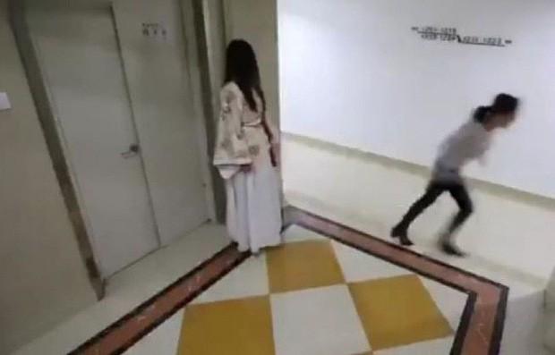 Đi ăn khuya về nhà gặp ma nữ áo trắng, người đàn ông không sợ mà tung chưởng đánh luôn làm đối phương gãy 2 xương sườn - Ảnh 4.