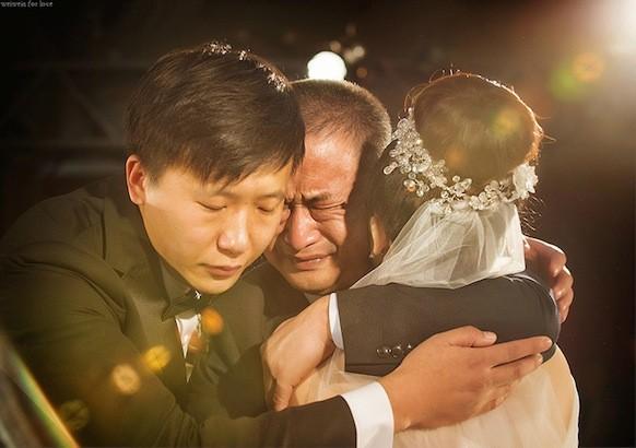 Bức thư chạm đáy trái tim của ông bố gửi con gái ngày đi lấy chồng: Cuộc đời chẳng có ai được sống ngon ngọt như những quả táo tàu... - Ảnh 4.