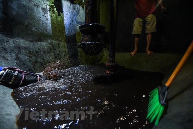 Viwaco thau rửa bể chung cư phát hiện nước đen kịt nồng nặc mùi - Ảnh 6.