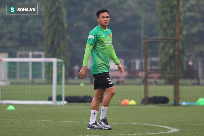 NÓNG: Văn Lâm dính chấn thương, thầy Park bổ sung gấp thủ môn kỳ cựu lên tuyển Việt Nam - Ảnh 1.