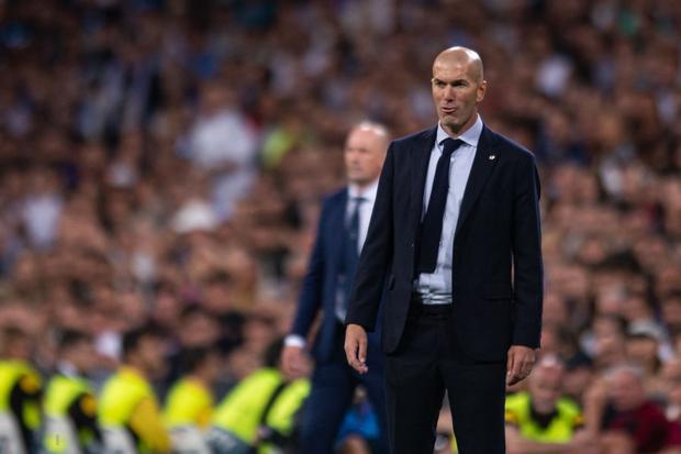 Courtois để thủng lưới hài hước, VAR cứu Real Madrid thoát khỏi trận thua nhục nhã trên sân nhà - Ảnh 1.