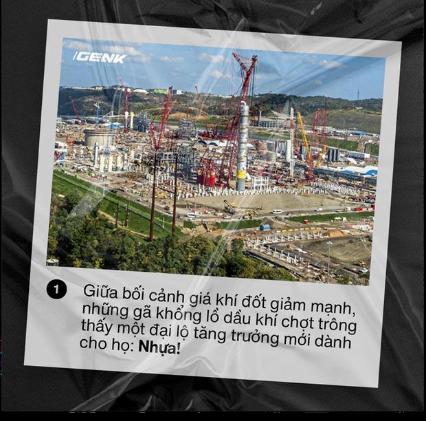 Nhựa viên nguyên sinh: Thảm họa môi trường mới khi những gã khổng lồ dầu khí chuyển sang sản xuất nhựa - Ảnh 1.