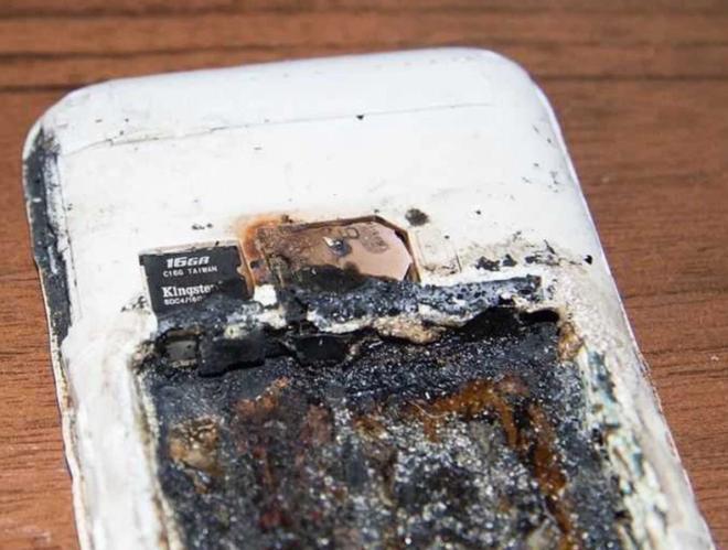 Vừa sạc máy vừa nghe nhạc qua đêm, cô gái 14 tuổi thiệt mạng vì nổ pin điện thoại - Ảnh 2.