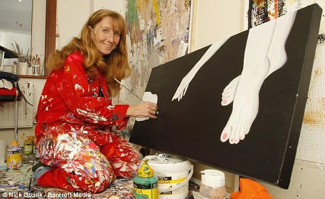 Kim Noble: Nữ họa sĩ có hơn 100 bản ngã và 14 phong cách hội họa từ các nhân cách khác nhau cùng chung một nỗi đau quá khứ - Ảnh 4.