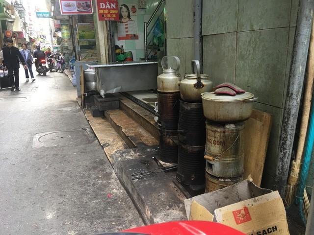 Hà Nội: Mỗi ngày đốt 528 tấn than tổ ong, người dân đối mặt với lượng khí độc khổng lồ - Ảnh 1.