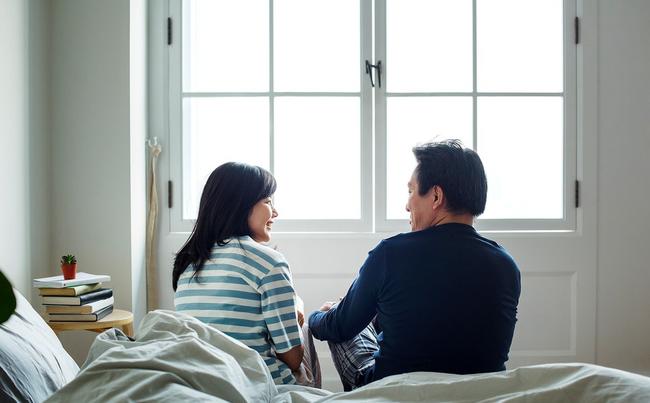 Lắp camera theo dõi vì nghĩ vợ lạnh nhạt với mình, chồng liền chứng kiến được cảnh tượng không thể đau lòng hơn - Ảnh 1.