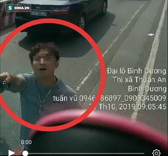 Truy tìm đôi nam nữ đi ô tô biển Hà Nội cầm kiếm chém nát kính ô tô tải trên Quốc lộ 13 - Ảnh 1.