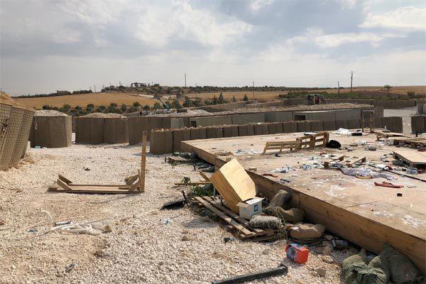 Cảnh tan hoang sau khi Mỹ tự đánh bom căn cứ của mình ở Syria - Ảnh 1.