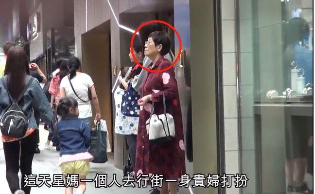 Vừa dính tin đồn kết hôn với Trương Bá Chi, vua hài Châu Tinh Trì lại bị chỉ trích vì để mẹ ruột sống cảnh khó khăn - ảnh 2