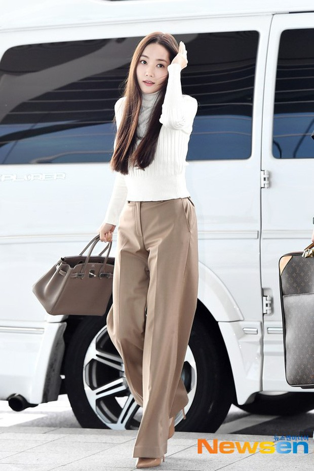 Tình cũ Lee Min Ho Park Min Young gây náo loạn ở sân bay vì nhan sắc không giống như lời đồn - ảnh 1