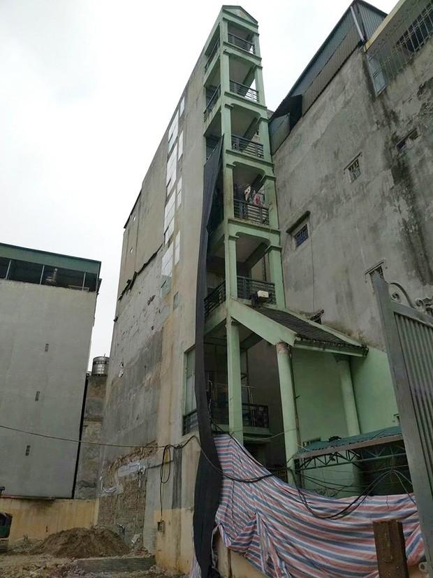 Xôn xao hình ảnh căn nhà 7 tầng mỏng như lưỡi dao với chiều ngang chỉ 1,5 mét - Ảnh 1.
