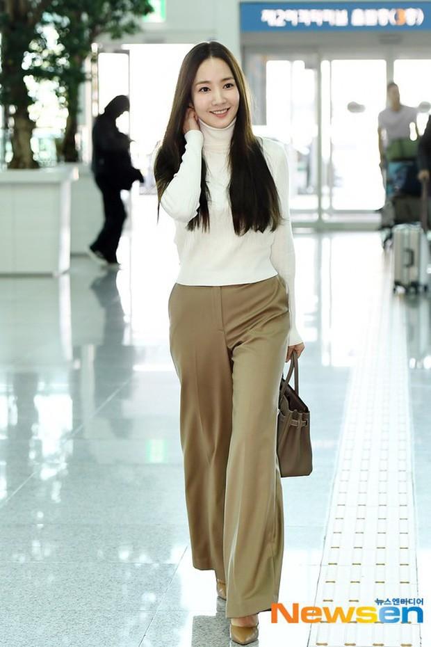 Tình cũ Lee Min Ho Park Min Young gây náo loạn ở sân bay vì nhan sắc không giống như lời đồn - ảnh 2