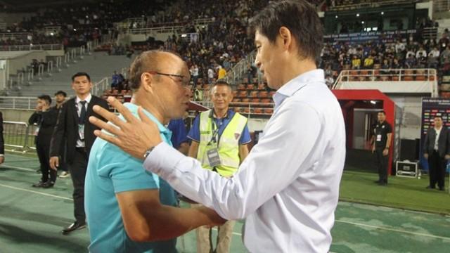Báo Hàn: HLV Nishino muốn biến thầy Park thành vật tế thần để vững chân ở Thái Lan - Ảnh 1.