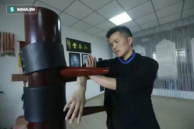 Sư phụ của võ sư Vịnh Xuân bị mỉa mai thậm tệ vì màn vận công trị thương kỳ lạ cho đệ tử - Ảnh 3.