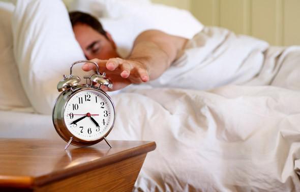 Dậy sớm buổi sáng kiểu này còn nguy hại hơn thức khuya - Ảnh 1.