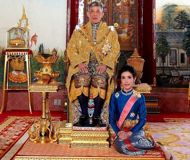 Không đơn thuần chỉ là phế truất: Hé lộ những nội tình phức tạp về vụ việc gây chấn động đất nước Thái Lan - Ảnh 3.