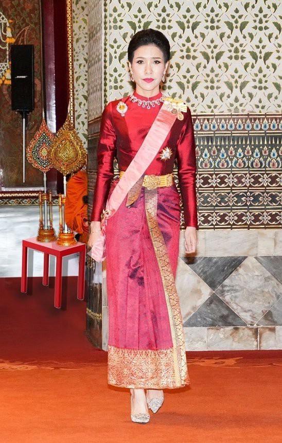 Hồng nhan bạc phận: Vẻ đẹp nao lòng của Hoàng quý phi Thái Lan mới bị phế truất - Ảnh 3.