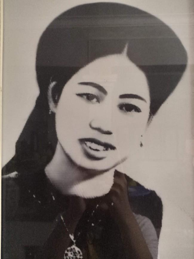 Triết lý sung sướng phụ nữ hiện đại nào cũng phải học từ cụ bà 81 tuổi bán hoa gói lá 70 năm ở góc chợ Đồng Xuân - Ảnh 11.