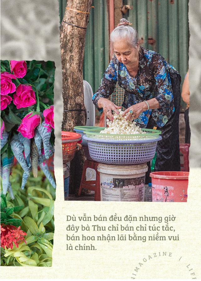 Triết lý sung sướng phụ nữ hiện đại nào cũng phải học từ cụ bà 81 tuổi bán hoa gói lá 70 năm ở góc chợ Đồng Xuân - Ảnh 9.