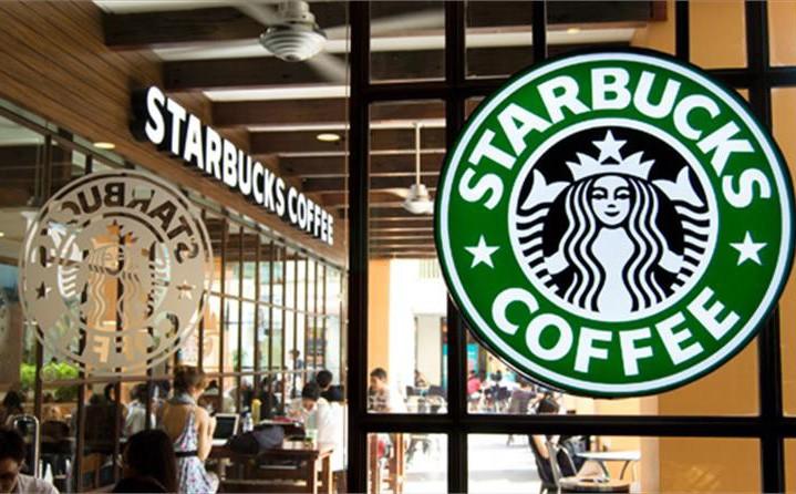Sau sự cố nước dính dầu thải, các cửa hàng của Starbucks đồng loạt mở cửa trở lại