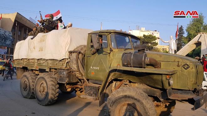 Xe quân sự Nga rầm rập tiến về Đông Bắc Syria - Người Kurd không rút nhanh sẽ bị đánh tơi tả - Ảnh 21.