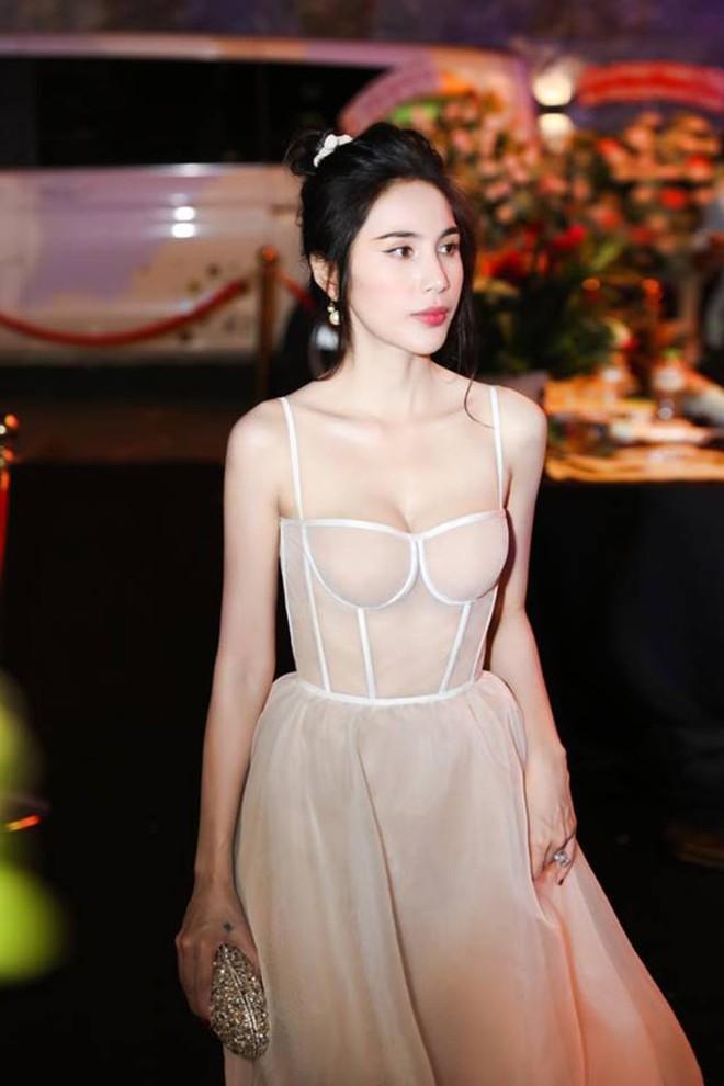 Thủy Tiên khoe đường cong quyến rũ khi diện bikini gợi cảm - Ảnh 5.