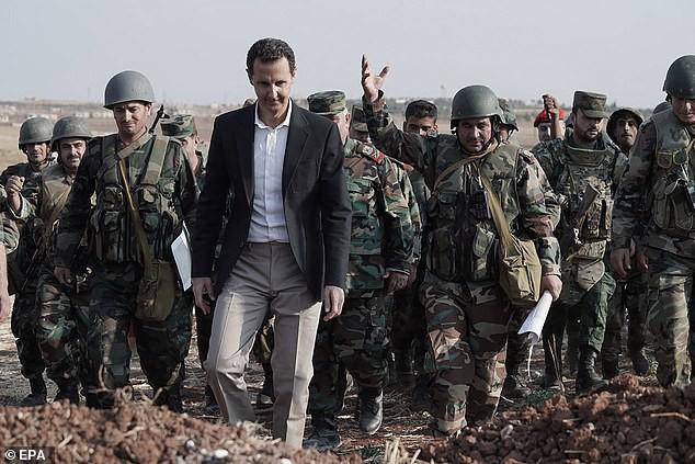 Chùm ảnh Tổng thống Assad bất ngờ xuất hiện đầy tự tin giữa vùng chiến sự khốc liệt Syria - Ảnh 1.